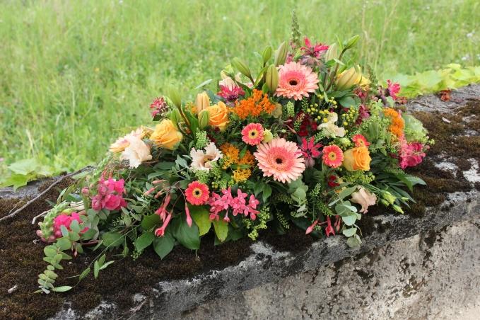 Sargbouquet Saisonal, lachs-corall Farben