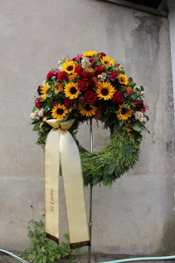 Klassischer Bouquetkranz mit Schleife