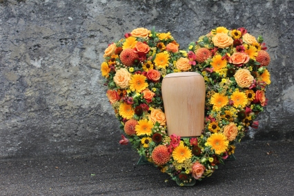 Blumenherz für Urne
